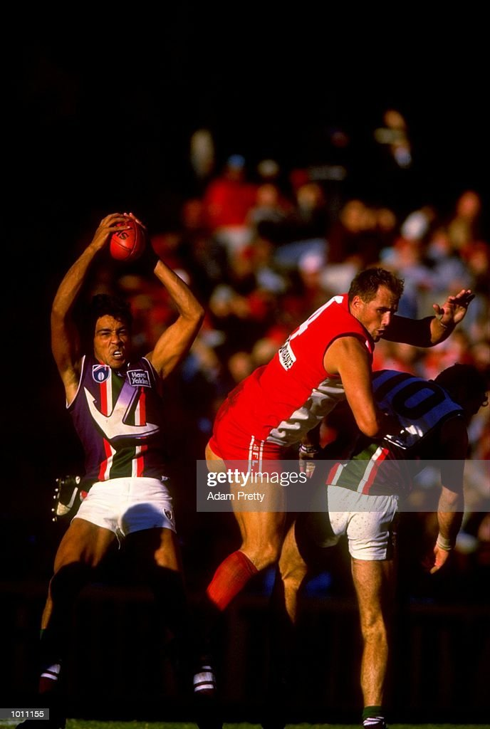 Clem Michael of Fremantle takes a mark during the Round 6 AFL Football match between the Sydney Swans and the Fremantle Dockers at the SCG, Sydney, Australia. \ Mandatory Credit: Adam Pretty /Allsport