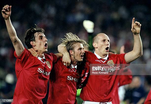 Gary Neville David beckham and Jaap Stam of Manchester United celebrate victory over Bayern Munich in the European Champions League Final in the Nou...