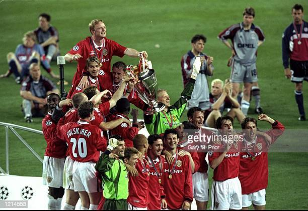 Manchester United celebrate with the trophy after victory over Bayern Munich in the UEFA Champions League Final at the Nou Camp in Barcelona Spain...