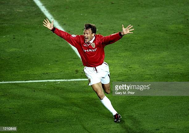 Teddy Sheringham of Manchester United celebrates the injury time equalizer during the European Champions League Final against Bayern Munich in the...