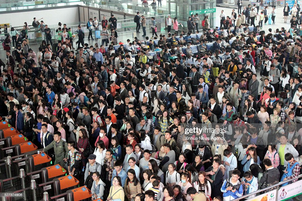 SUZHOU, May 2, 2016-- Passengers wait at the Suzhou Railway Station in Suzhou, east China's Jiangsu Province, May 2, 2016. Transportation around the country saw a travel peak on Monday, the last day of the three-day May Day holidays.