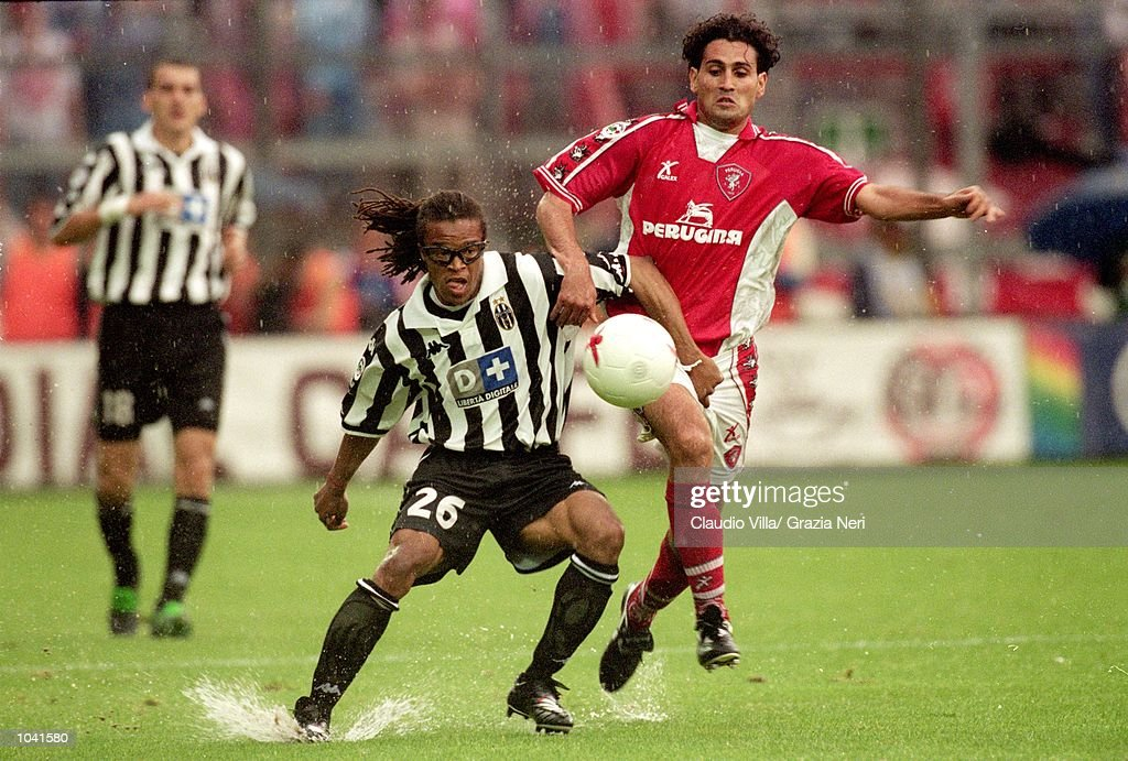 Edgar Davids (left) of Juventus holds off Nicola Amoruso (right) of Perugia during the Italian Serie A match at the Stadio Curi A, in Perugia, Italy. Perugia won the match 1-0. \ Mandatory Credit: Claudio Villa /Allsport