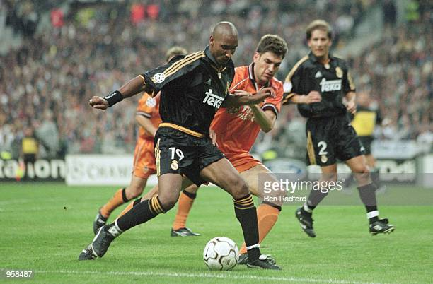 Nicolas Anelka of Real Madrid holds the ball up against Mauricio Pellegrino of Valencia during the UEFA Champions League Final played at the Stade De...