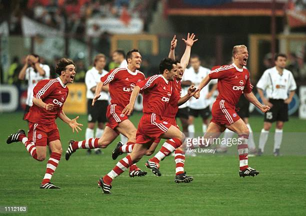 Bayern Munich team celebrate Oliver Khans penalty save which clinched the UEFA Champions League cup against Valencia in the UEFA Champions League...