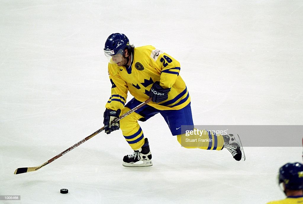 Bjorn Nord of Sweden travels with the puck during the IIHF World Ice Hockey Championships match against Czechoslavakia played at the Preussag Arena in Hannover, Germany. \ Mandatory Credit: Stuart Franklin /Allsport