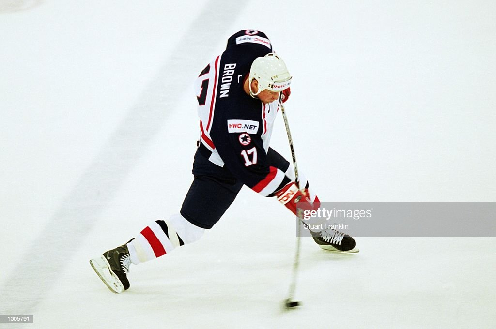 Doug Brown of USA in action during the IIHF World Ice Hockey Championship Quater-final match between USA and Canada held at the Preussag Arena in Hanover, Germany. \ Mandatory Credit: Stuart Franklin /Allsport