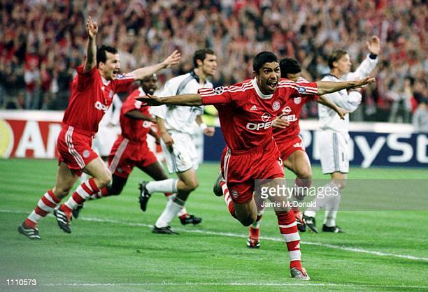 Giovane Elber celebrates scoring the first goal for Bayern Munich during the UEFA Champions League Semi Final second leg between Bayern Munich and...