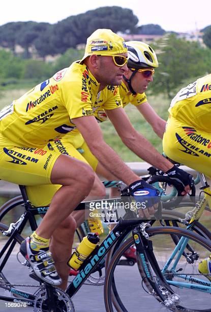 Marco Pantani of team Mercatone Uno Stream TV in action during the 5th stage of the Giro D''Italia Avellino Nettuno Italy DIGITAL CAMERA Photo Grazia...