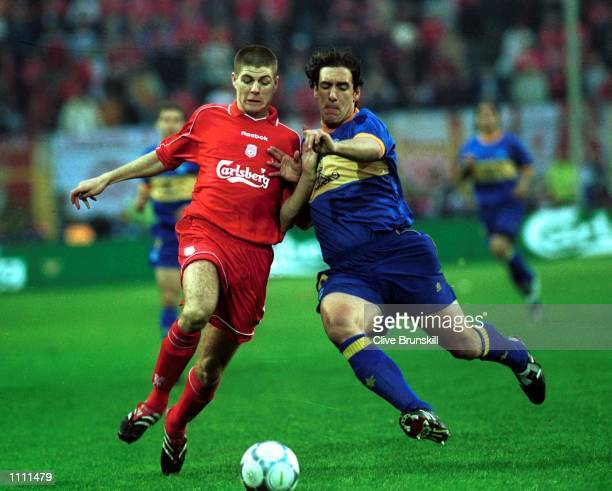 Steven Gerrard of Liverpool holds off Javi Moreno of Alaves during the UEFA Cup Final between Liverpool and Deportivo Alaves at the Westfallenstadion...