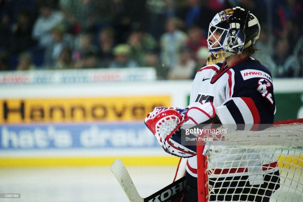 Goal-tender Robert Esche stands guard during the IIHF World Ice Hockey Championship Quater-final match between USA and Canada held at the Preussag Arena in Hanover, Germany. \ Mandatory Credit: Stuart Franklin /Allsport