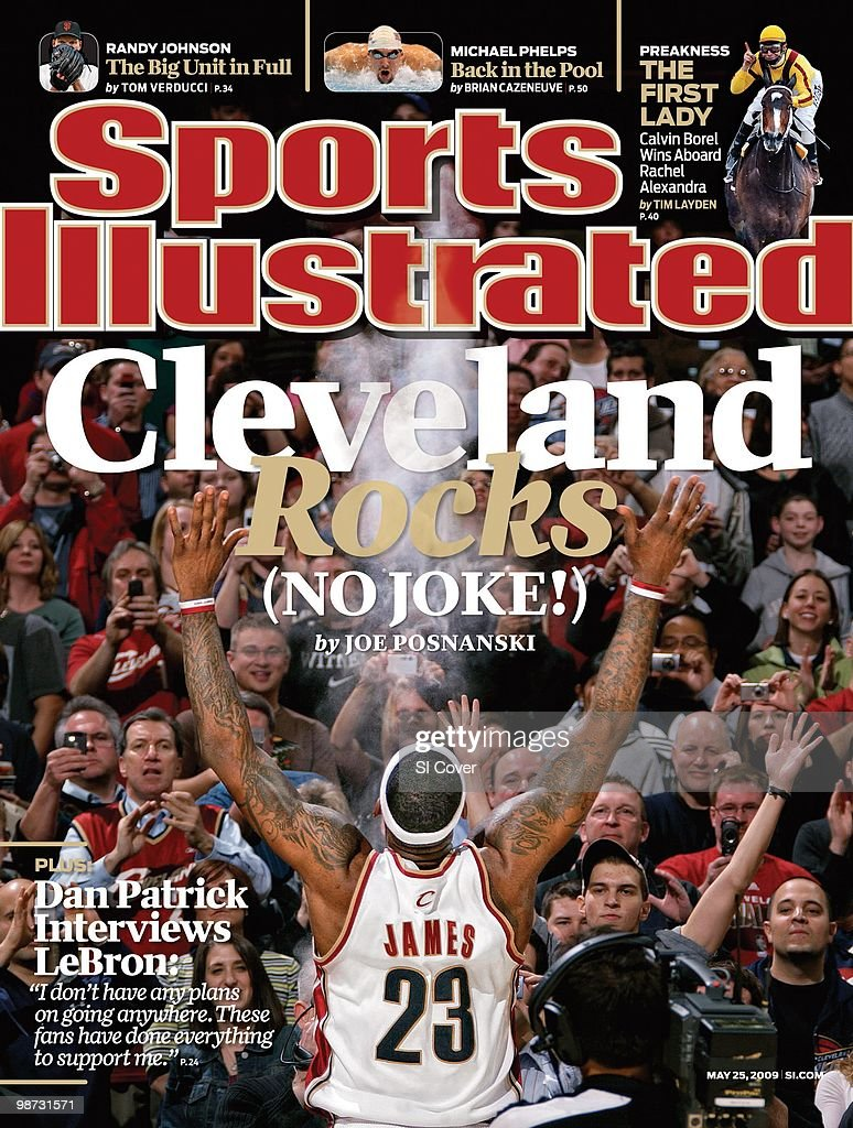 Basketball Cleveland Cavaliers LeBron James claps powder in front of the fans before game vs Miami Heat Cleveland OH 3/7/2009 CREDIT David Liam Kyle