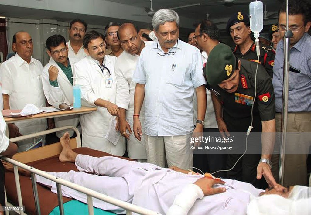 PULGAON, May 31, 2016 -- Indian Defence Minister Manohar Parrikar, center, visits injured people of a major fire at a hospital near Pulgaon, Indian western state of Maharashtra, May 31, 2016. At least 20 Indian Army personnel, including two senior officials, were killed and 19 others injured in a major fire in the country's biggest military ammunition depot located in the western state of Maharashtra Tuesday, a senior defense official said.