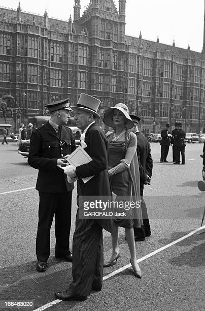 May 6Th 1960 Marriage Of Margaret Of England With Lord Snowdon In London Honeymoon Departure Atmoshere In The Streets Londres 6 mai 1960 La princesse...