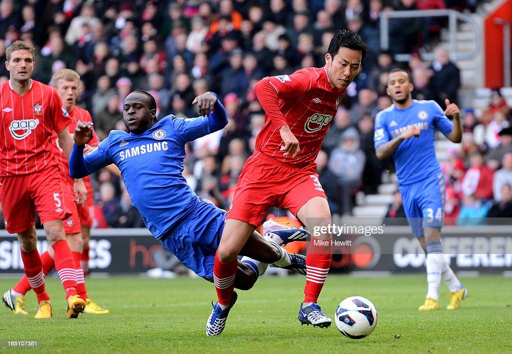 <a gi-track='captionPersonalityLinkClicked' href=/galleries/search?phrase=Maya+Yoshida&family=editorial&specificpeople=5398323 ng-click='$event.stopPropagation()'>Maya Yoshida</a> of Southampton closes the ball off from <a gi-track='captionPersonalityLinkClicked' href=/galleries/search?phrase=Victor+Moses&family=editorial&specificpeople=2649383 ng-click='$event.stopPropagation()'>Victor Moses</a> of Chelsea during the Barclays Premier League match between Southampton and Chelsea at St Mary's Stadium on March 30, 2013 in Southampton, England.