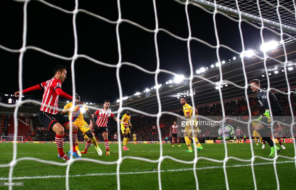 Maya Yoshida of Southampton (L) scores his sides second goal during the Premier League match between Southampton and Crystal Palace at St Mary's Stadium on April 5, 2017 in Southampton, England.