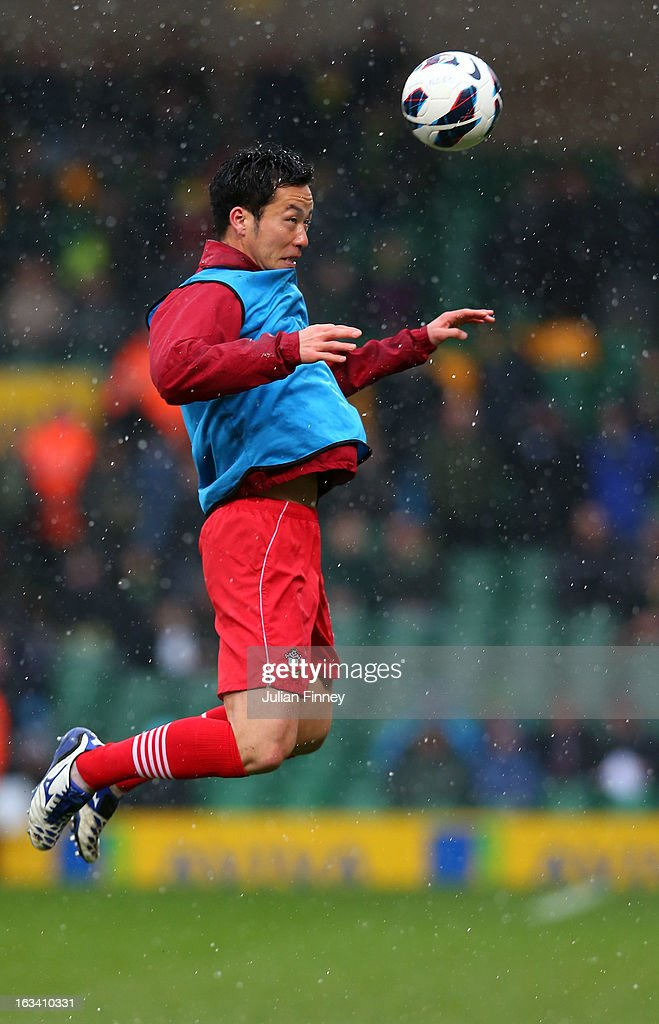 <a gi-track='captionPersonalityLinkClicked' href=/galleries/search?phrase=Maya+Yoshida&family=editorial&specificpeople=5398323 ng-click='$event.stopPropagation()'>Maya Yoshida</a> of Southampton warms up during the Barclays Premier League match between Norwich City and Southampton at Carrow Road on March 9, 2013 in Norwich, England.