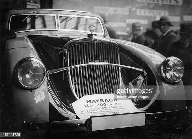 A Maybach car at the Paris Motor Show 1932 Photograph Ein Maybach Wagen auf der Pariser Autoausstellung 1932 Photographie