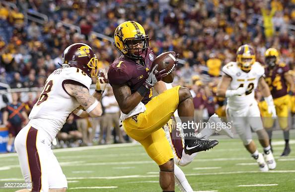 Maye of the Minnesota Golden Gophers makes the catch for a touchdown during the second quarter of the game over Tony Annese of the Central Michigan...