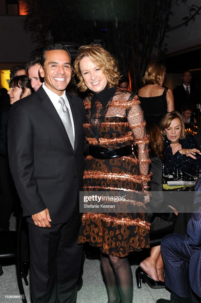 Mayor <a gi-track='captionPersonalityLinkClicked' href=/galleries/search?phrase=Antonio+Villaraigosa&family=editorial&specificpeople=178925 ng-click='$event.stopPropagation()'>Antonio Villaraigosa</a> and Annie Philbin attend 2012 Hammer Gala at Hammer Museum on October 6, 2012 in Westwood, California.