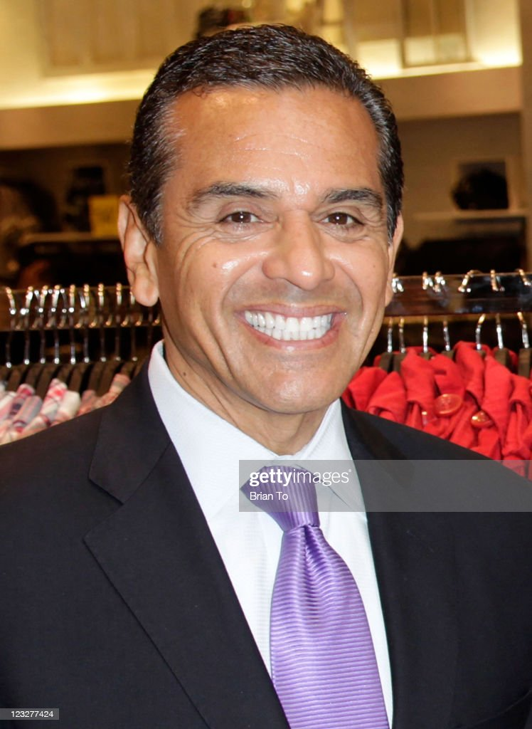 Mayor <a gi-track='captionPersonalityLinkClicked' href=/galleries/search?phrase=Antonio+Villaraigosa&family=editorial&specificpeople=178925 ng-click='$event.stopPropagation()'>Antonio Villaraigosa</a> attends 'Fashion Night Out' 2011 press conference at The Beverly Center on September 1, 2011 in Los Angeles, California.