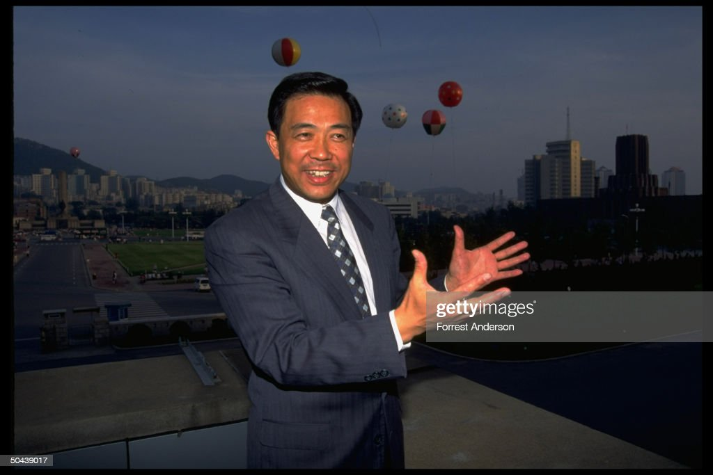 Mayor <a gi-track='captionPersonalityLinkClicked' href=/galleries/search?phrase=Bo+Xilai&family=editorial&specificpeople=225006 ng-click='$event.stopPropagation()'>Bo Xilai</a> framed by city panorama.