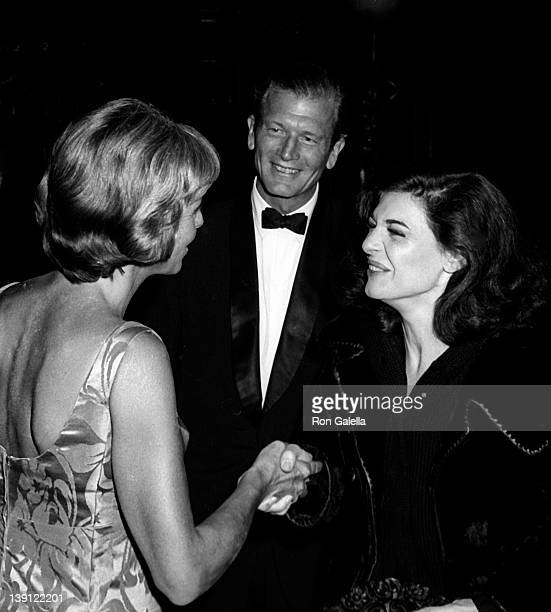 Mayor John Lindsay wife Mary Lindsay and actress Anne Bancroft attends the performance of 'Little Foxes' on October 25 1967 at the Vivian Beaumont...