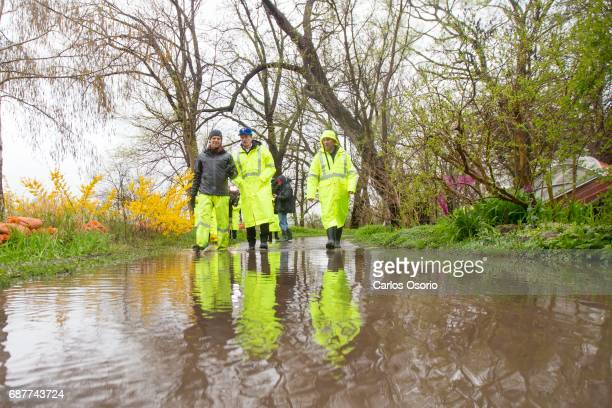 TORONTO ON MAY 5 Mayor John Tory walked with Toronto Island park supervisor Warren Hoselton and manager of waterfront parks James Dann along Wards...