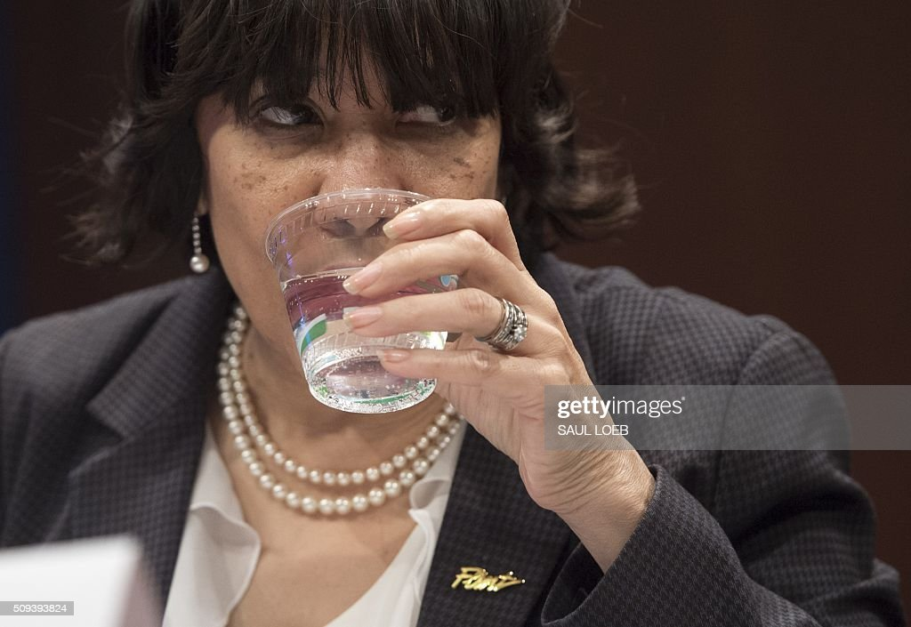 Mayor Karen Weaver of Flint, Michigan, drinks from a cup of water as she testifies about the lead levels found in Flint's water supply during a House Democratic Steering and Policy Committee hearing on Capitol Hill in Washington, DC, February 10, 2016. / AFP / SAUL LOEB