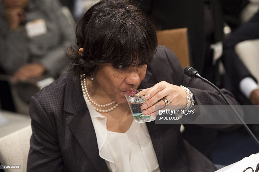 Mayor Karen Weaver of Flint, Michigan, drinks water as she testifies about the lead levels found in Flint's water supply during a House Democratic Steering and Policy Committee hearing on Capitol Hill in Washington, DC, February 10, 2016. / AFP / SAUL LOEB