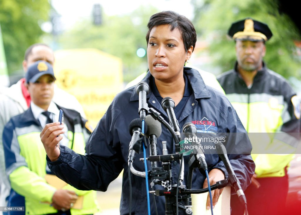 Mayor Muriel Bowser addresses the media near the scene of CSX freight train derailment near the Rhode Island Avenue metro station in Washington, DC, on May 1, 2016. As many as ten cars derailed from a train heading to North Carolina from Cumberland, Maryland. A leak of Sodium hydroxide was said to be leaking from a tanker, but was plugged by emergency responders and hazmat crews. Sodium hydroxide is primarily used in the manufacturing of various household products including paper, soap and detergents. No injuries were reported. / AFP / Andrew Biraj