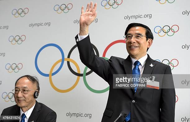 Mayor of Beijing Wang Anshun gestures next to President of the Chinese Olympic Committee Liu Peng during a presse conference after the pesentation of...