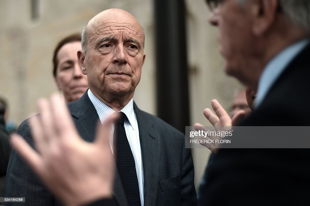 Mayor of Bordeaux and France's former Prime minister, Alain Juppe, who is vying for the right-wing nomination for the 2017 French presidential polls looks on as he visits the Unterlinden Museum in Colmar, eastern France, on May 25, 2016. / AFP / FREDERICK