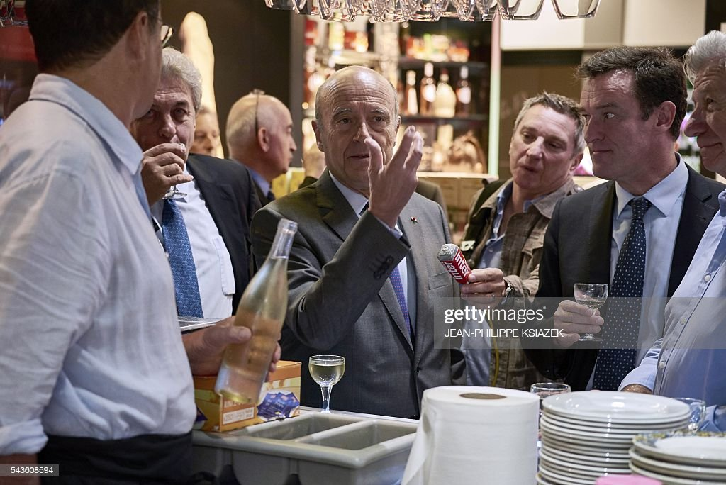 Mayor of Bordeaux and presidential candidate of the opposition Les Republicains (LR) party for the French presidential elections in 2017 Alain Juppe, gestures as he talks during a visit of the Halles de Lyon Paul Bocuse, on June 29, 2016. / AFP / JEAN