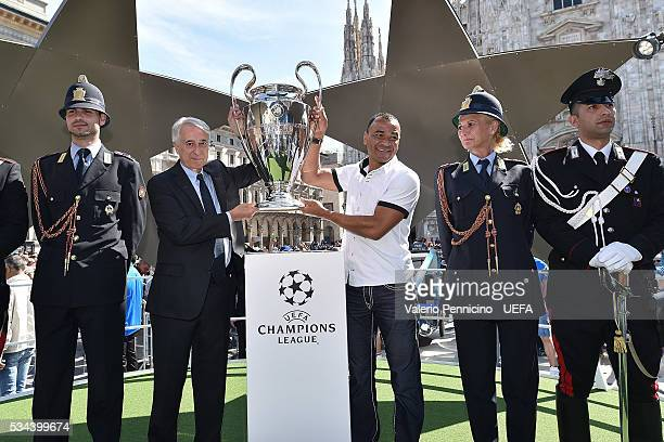 Mayor of Milan Giuliano Pisapia and Cafu with the Trophy during the Champions Festival opening prior to the final at Stadio Giuseppe Meazza on May 26...