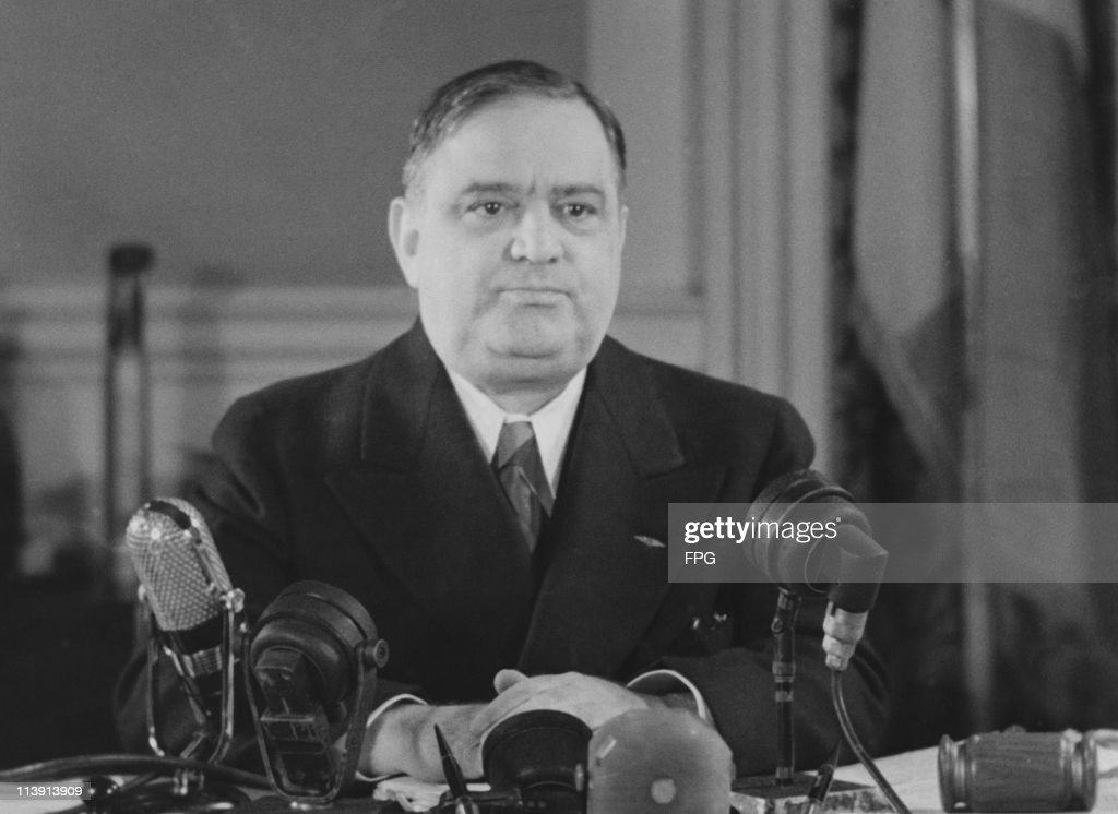 Mayor of New York City <a gi-track='captionPersonalityLinkClicked' href=/galleries/search?phrase=Fiorello+La+Guardia&family=editorial&specificpeople=93387 ng-click='$event.stopPropagation()'>Fiorello La Guardia</a> (1882 - 1947), surrounded by microphones, circa 1940.