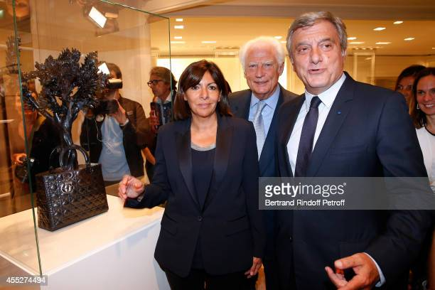 Mayor of Paris Anne Hidalgo CEO Comite Montaigne Jean Claude Cathalan and CEO Dior Sidney Toledano pose front of the work from Tayfun Serttas Lady...