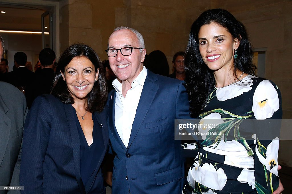 Mayor of Paris Anne Hidalgo, President of the Olympique de Marseille Football Club, Frank McCourt and his wife Monica McCourt attend the 4O Rue de Sevres : Preview at the Head Offices of Both Kering and Balenciaga. building. The site was the former Laennec Hospital until 2000 and it can be visited for the first time during the European Heritage Days weekend of 17-18 September 2016. On this occasion, a selection of works from the Pinault Collection is presented in the Chapel built under Louis XIII. Event held on September 16, 2016 in Paris, France