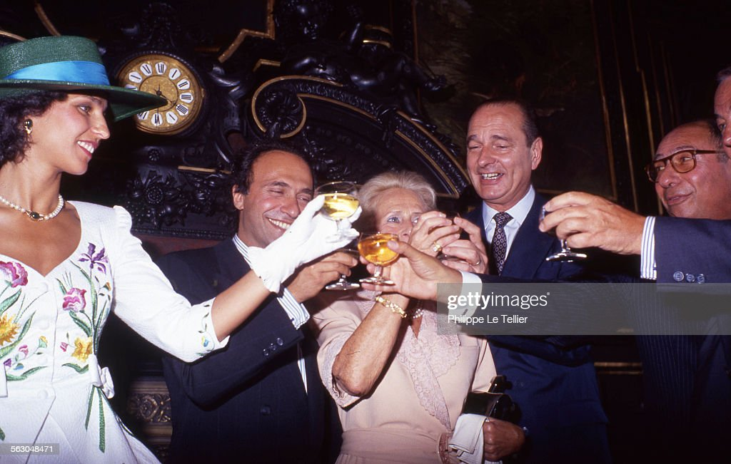 Mayor of Paris <a gi-track='captionPersonalityLinkClicked' href=/galleries/search?phrase=Jacques+Chirac&family=editorial&specificpeople=165237 ng-click='$event.stopPropagation()'>Jacques Chirac</a> conducts marriage between Olivier Dassault and Carole daughter of Georges Tranchant. Carole Tranchant, Olivier Dassault, <a gi-track='captionPersonalityLinkClicked' href=/galleries/search?phrase=Jacques+Chirac&family=editorial&specificpeople=165237 ng-click='$event.stopPropagation()'>Jacques Chirac</a>, <a gi-track='captionPersonalityLinkClicked' href=/galleries/search?phrase=Serge+Dassault&family=editorial&specificpeople=780308 ng-click='$event.stopPropagation()'>Serge Dassault</a>, Paris, France, june 1989.