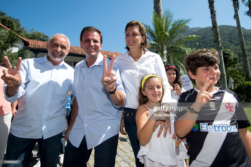 Mayor of the city of Rio de Janeiro and candidate for reelection, <a gi-track='captionPersonalityLinkClicked' href=/galleries/search?phrase=Eduardo+Paes&family=editorial&specificpeople=5692531 ng-click='$event.stopPropagation()'>Eduardo Paes</a> poses for a picture with his family and the Vice Mayor Adilson Pires after voting in Gavea Golf Club on October 07, 2012 in Rio de Janeiro, Brazil.
