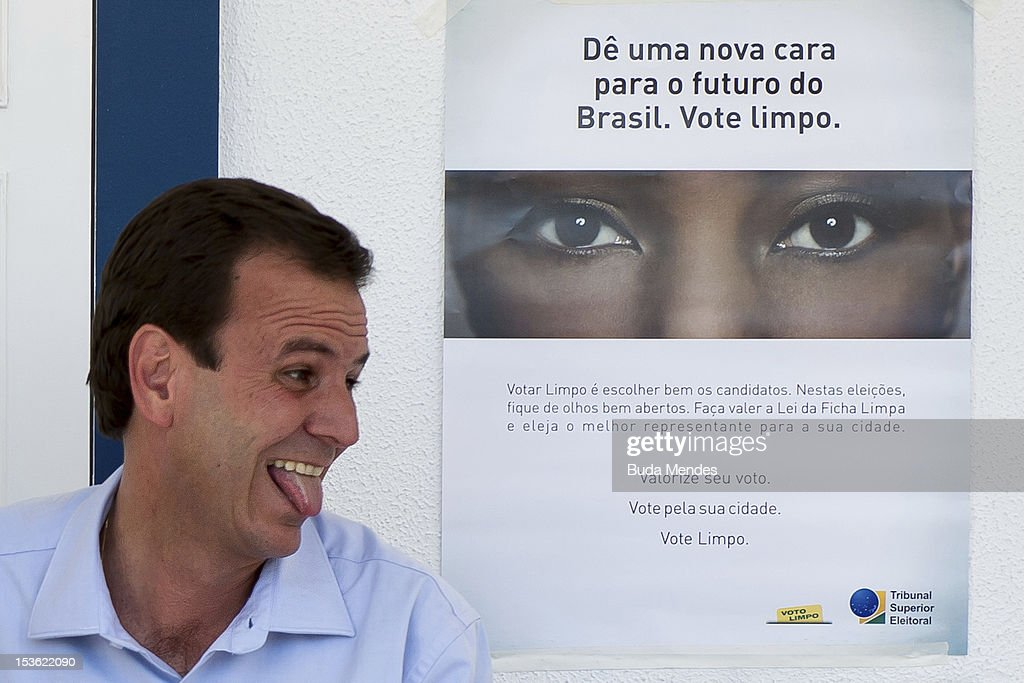 Mayor of the city of Rio de Janeiro and candidate for reelection, <a gi-track='captionPersonalityLinkClicked' href=/galleries/search?phrase=Eduardo+Paes&family=editorial&specificpeople=5692531 ng-click='$event.stopPropagation()'>Eduardo Paes</a>, votes in Gavea Golf Club on October 07, 2012 in Rio de Janeiro, Brazil.