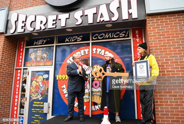 Mayor Pasqual Menna Actor Kevin Smith and Actor Jason Mewes attend Jay And Silent Bob Cosplay Guinness Book Of World Records Event on August 5 2017...