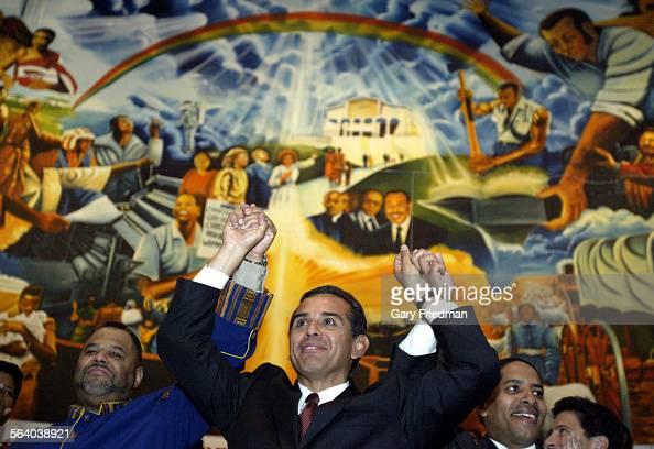 Mayoral candidate antonio villaraigosa visit first ame church in south