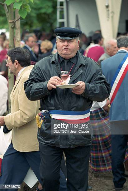 Mayors Of France Invited At The Senate On The Occasion Of The Celebration Day July 14th 2000 Paris 14 juillet 2000 13 000 maires de France invités au...