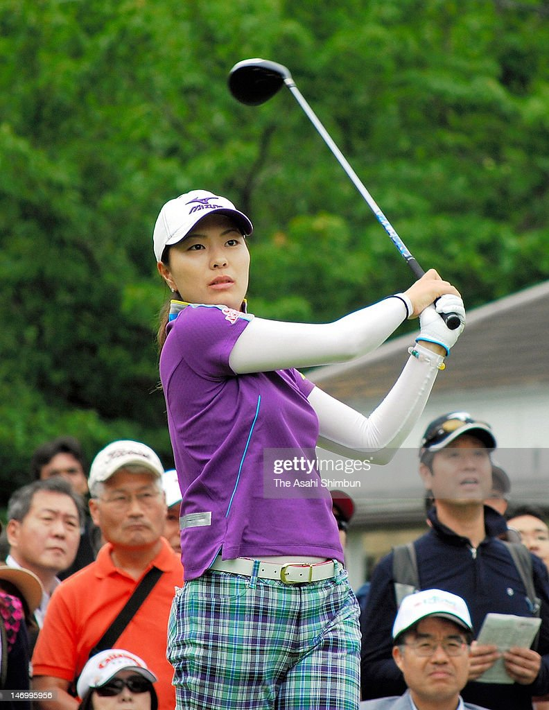 Mayu Hattroi hits a tee shot during the second round of the Earth Mondahmin Cup at Camellia Hills Country Club on June 23, 2012 in Sodegaura, Chiba, Japan.