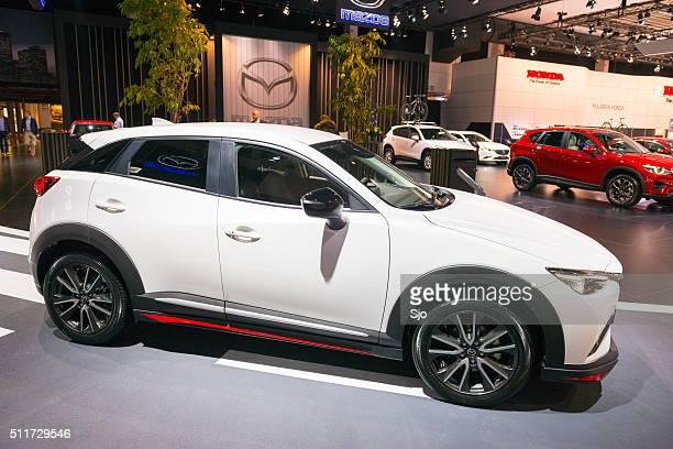 マツダ CX -3 クロスオーバー SUV フロントの眺めをご覧いただけます。