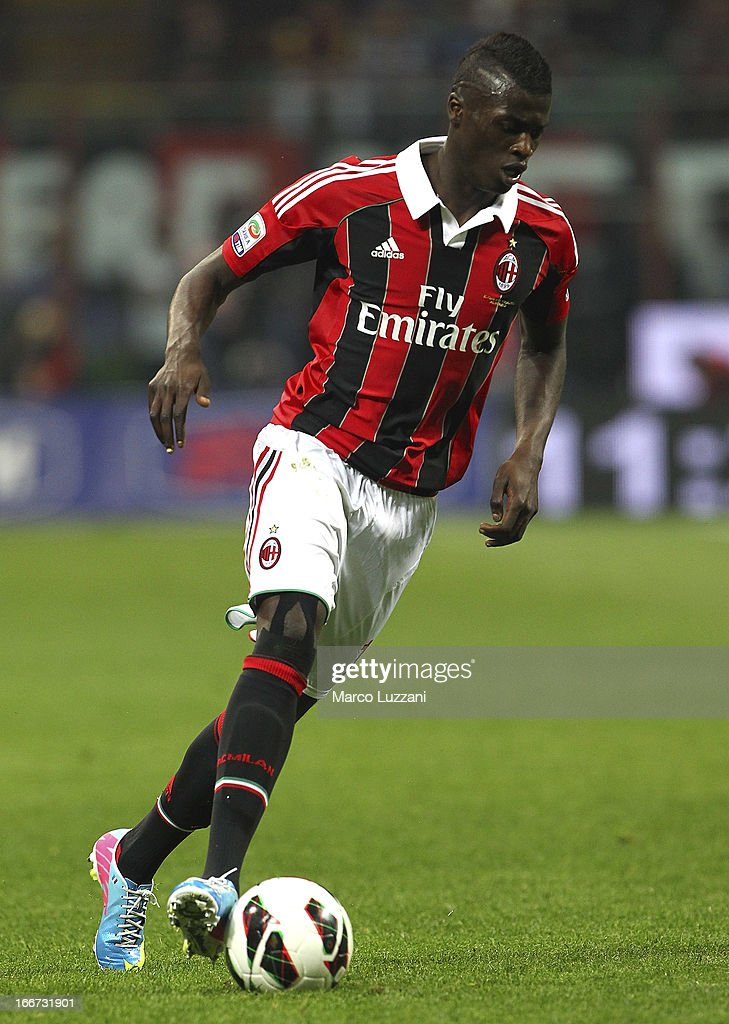 Mbaye Niang of AC Milan in action during the Serie A match between AC Milan and SSC Napoli at San Siro Stadium on April 14, 2013 in Milan, Italy.
