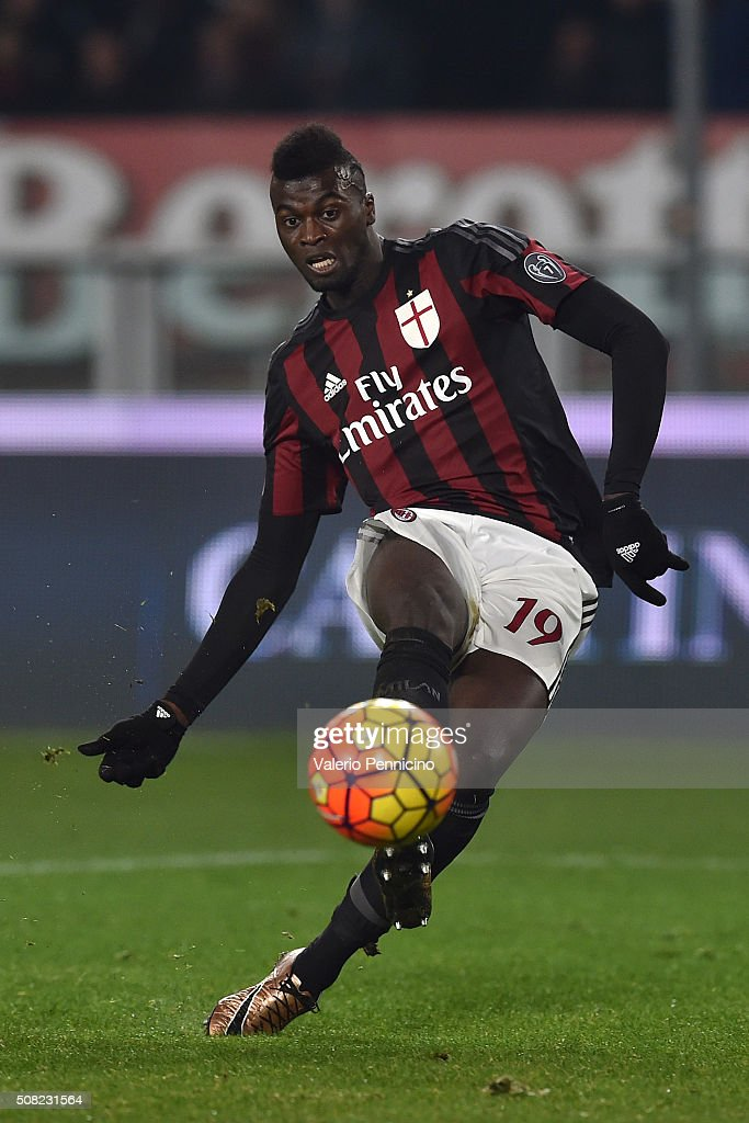 Mbaye Niang of AC Milan in action during the TIM Cup match between US Alessandria and AC Milan at Olimpico Stadium on January 26, 2016 in Turin, Italy.