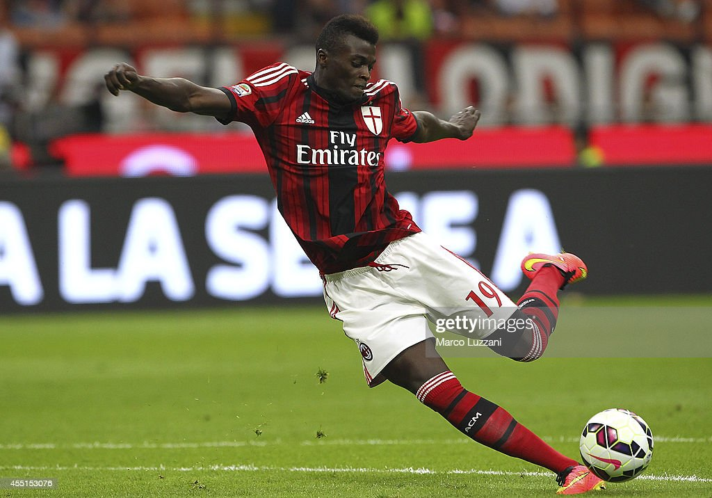 Mbaye Niang of AC Milan kicks a ball during the Serie A match between AC Milan and SS Lazio at Stadio Giuseppe Meazza on August 31, 2014 in Milan, Italy.