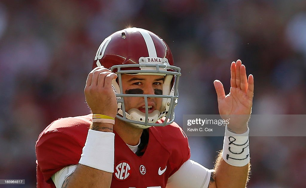 AJ McCarron #10 of the Alabama Crimson Tide calls out to his offense against the Tennessee Volunteers at Bryant-Denny Stadium on October 26, 2013 in Tuscaloosa, Alabama.