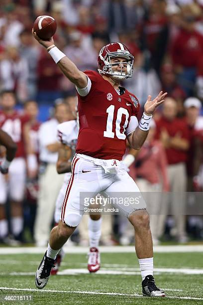 McCarron of the Alabama Crimson Tide throws a pass against the Oklahoma Sooners during the Allstate Sugar Bowl at the MercedesBenz Superdome on...